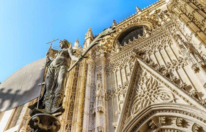 seville alcazar cathedral giralda guided tour