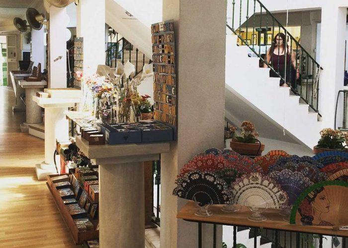 seville arco del postigo artisans market
